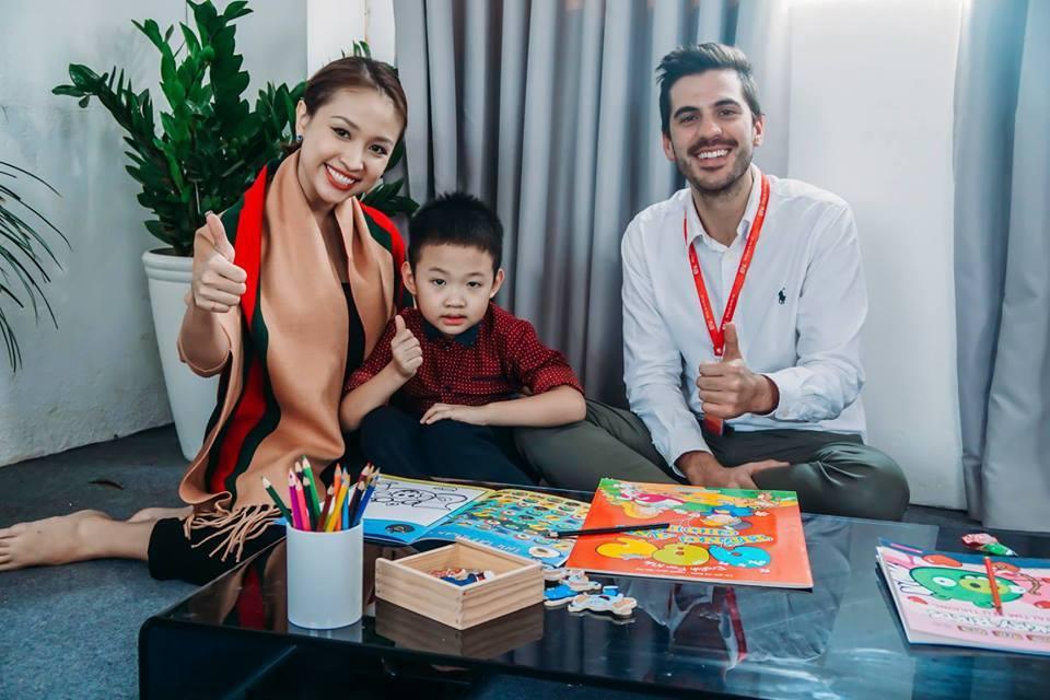hugo thanh vân cùng con học tiếng anh với giáo viên eiv