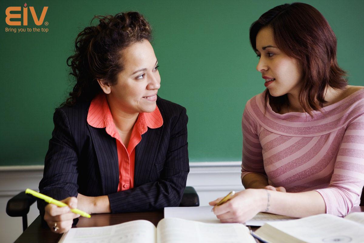 So sánh giữa việc nên chọn giáo viên bản ngữ dạy tiếng anh hay không?