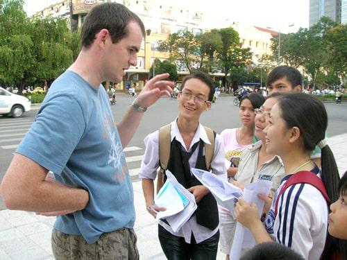 học tiếng anh giao tiếp với người bản ngữ