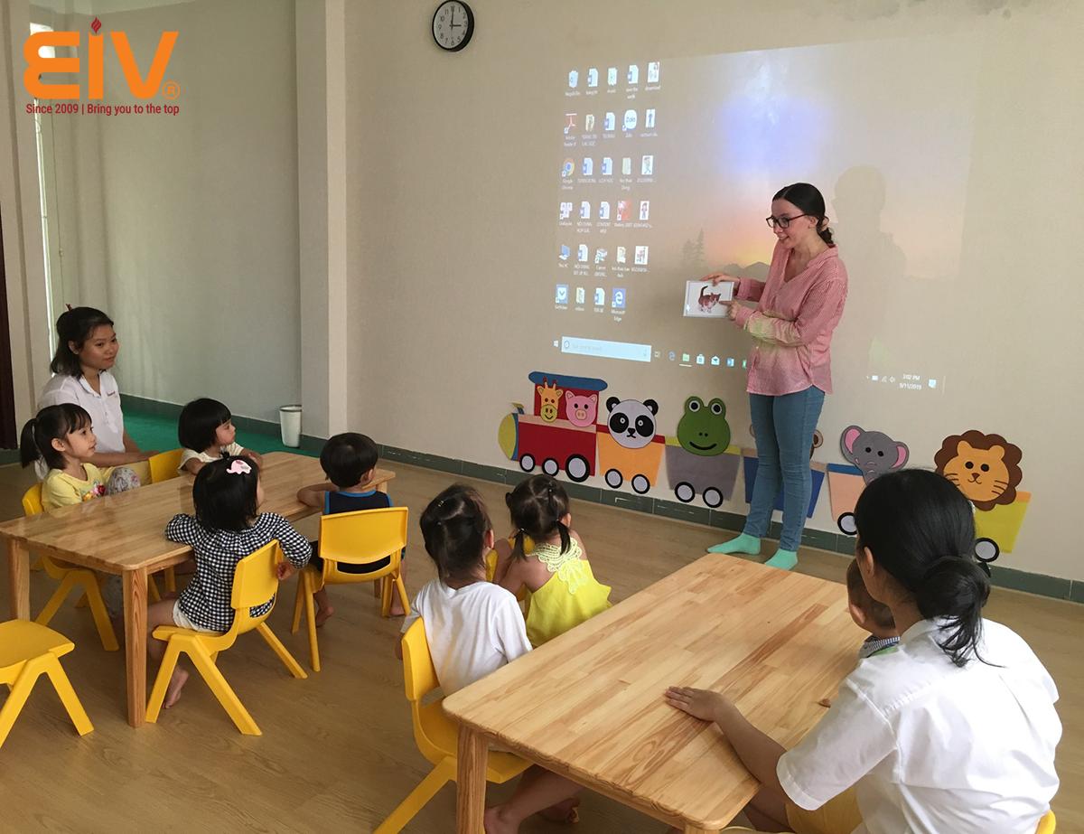 Bảng giá thuê giáo viên bản ngữ tại Hồ Chí Minh