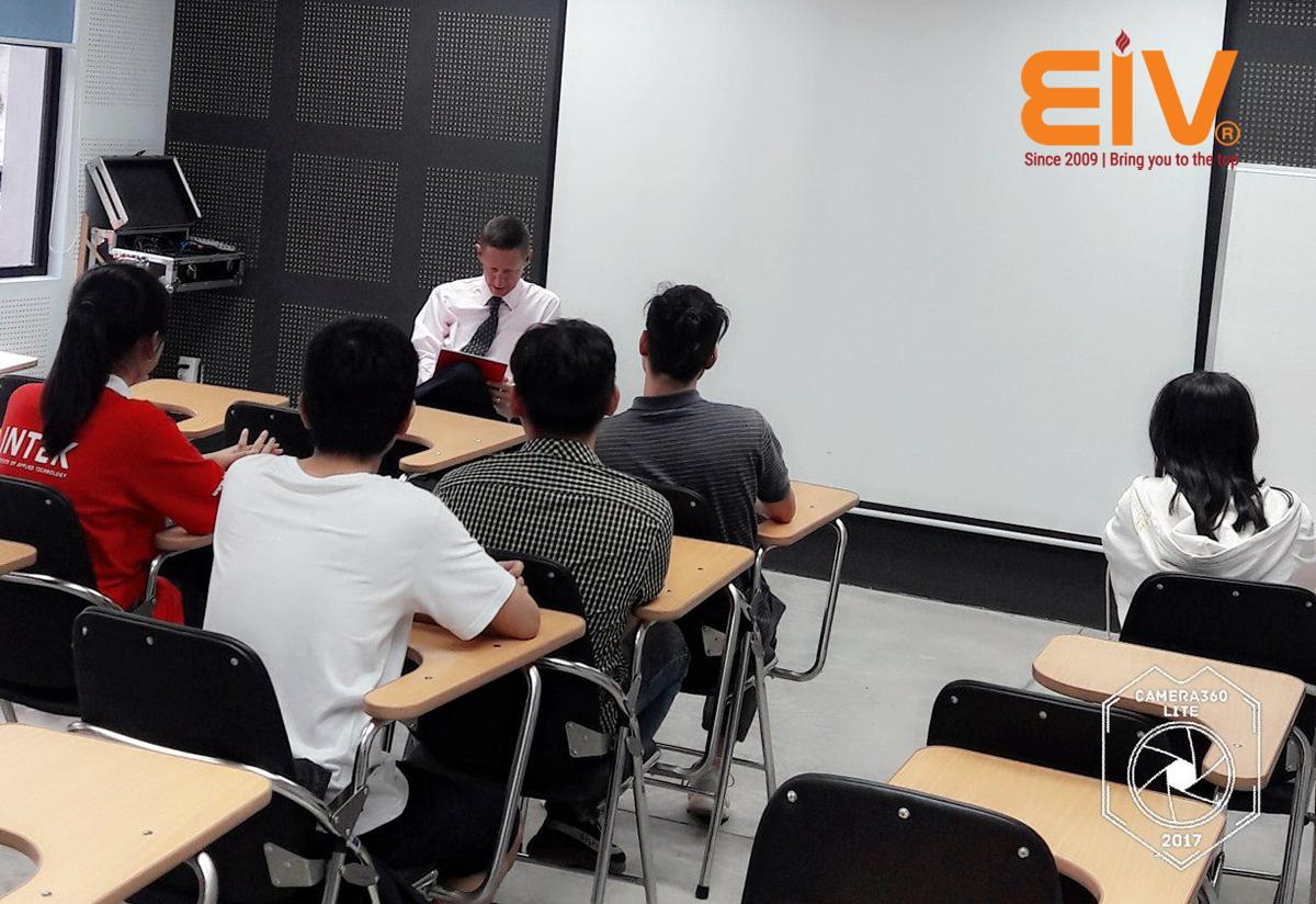 Học Tiếng Anh giao tiếp cùng giáo viên bản ngữ