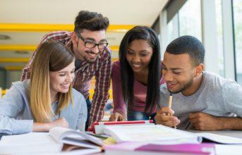 Có Nên Học Tiếng Anh Giao Tiếp Ở Trung Tâm? – Lợi Ích Bạn Nhận Được