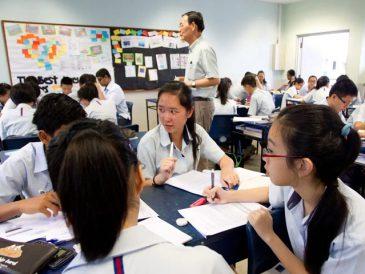 (Tiếng Việt) Vì sao người Singapore giỏi tiếng Anh?
