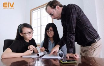 Học kèm với giáo viên nước ngoài ngay tại EIV vừa tiết kiệm vừa hiệu quả cao