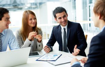 (Tiếng Việt) 4 bí quyết giúp bạn tự tin phát biểu trong các buổi họp